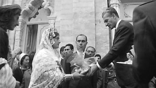 Le Shah d'Iran reçoit des cadeaux à l'occasion du Nouvel An iranien. [RTS]