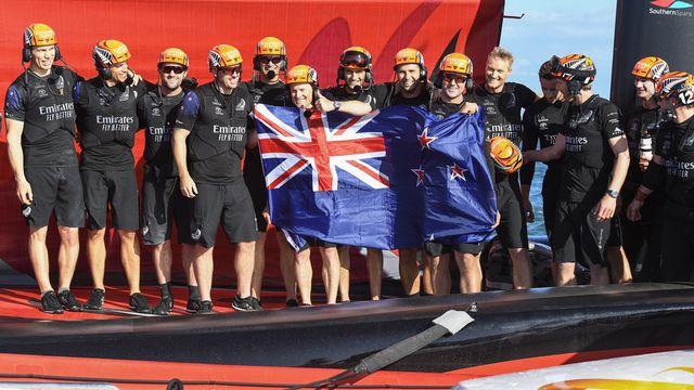 Team New Zealand a dominé Luna Rossa 7-3 pour conserver l'Aiguière d'argent. [Chris Cameron - Keystone]