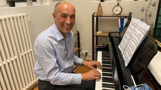 Catalin Stan a commencé à jouer du piano il y a 10 ans à l'âge de 45 ans. [Sophie Proust - RTS]