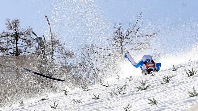 Le sauteur à ski norvégien Daniel Andre Tande a été hospitalisé d'urgence jeudi après une lourde chute. [EPA/Grzegorz Momot - Keystone]