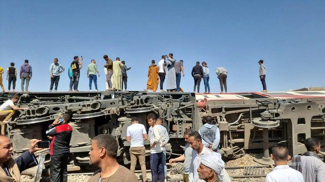 Selon un communiqué de l'autorité égyptienne des chemins de fer, il s'agirait du train Louxor-Alexandrie et le train Assouan-Le Caire qui sont entrés en collision. [EPA/STRINGER - Keystone]
