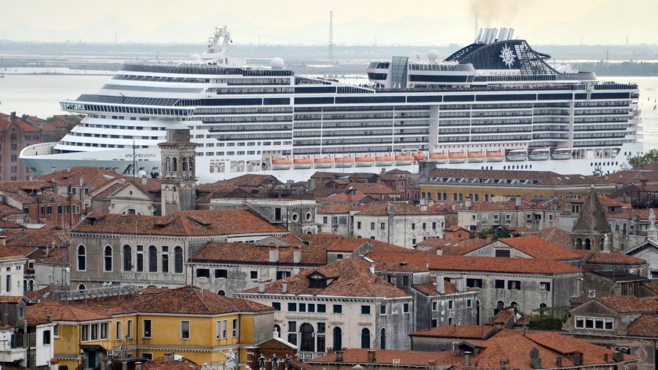Le navire de croisière MSC Preziosa dans le canal de la Giudecca à Venise en avril 2014. [EPA/ANDREA MEROLA - Keystone]