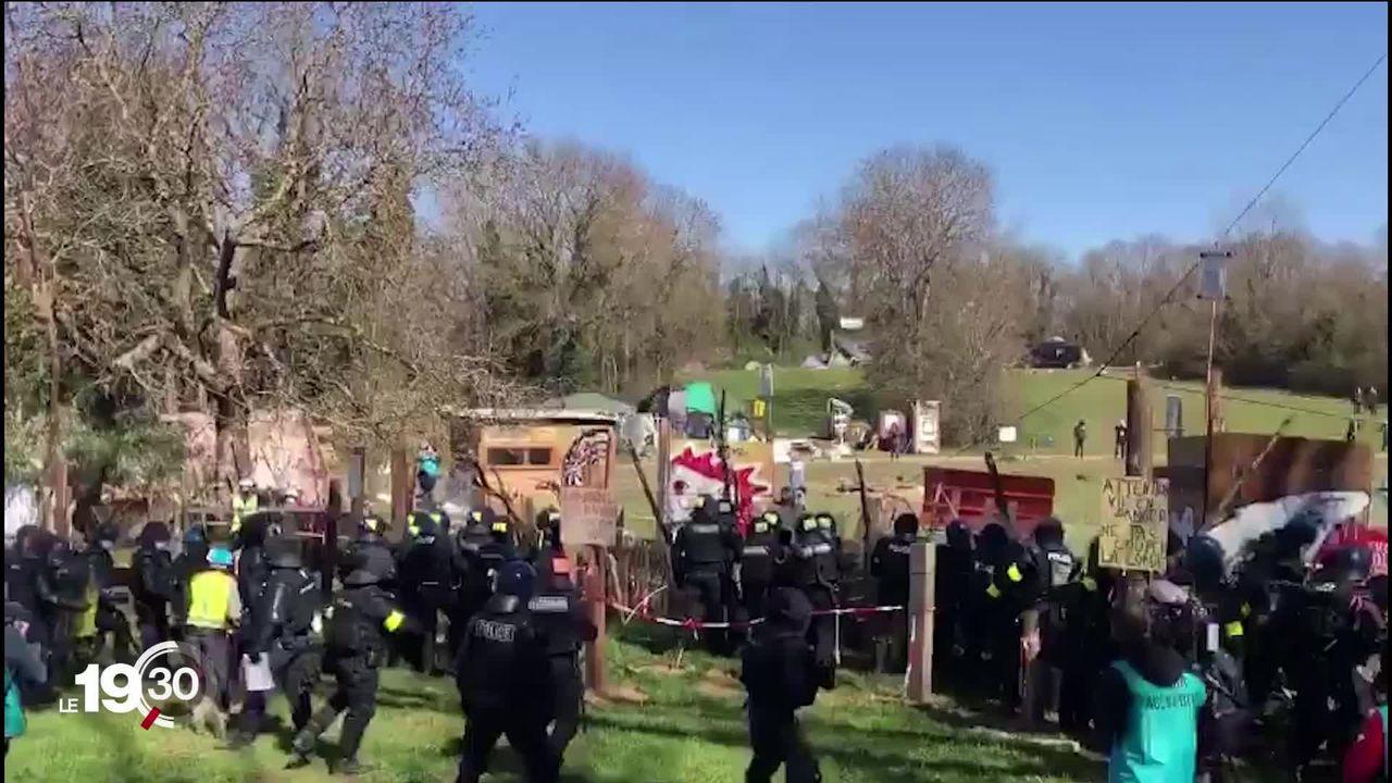 Les militants de la ZAD d'Éclépens (VD) ont été délogés par la police après une journée de lutte. [RTS]