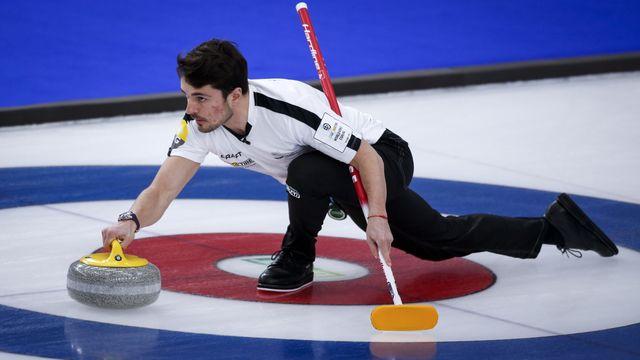 Benoît Schwarz et la Suisse s'inclinent pour la première fois à Calgary. [Jeff McIntosh - Keystone]