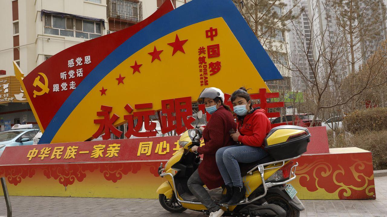 Une propagande chinoise dans la ville d'Aksou dans le Xinjiang. [Ng Han Guan - AP Photo/Keystone]