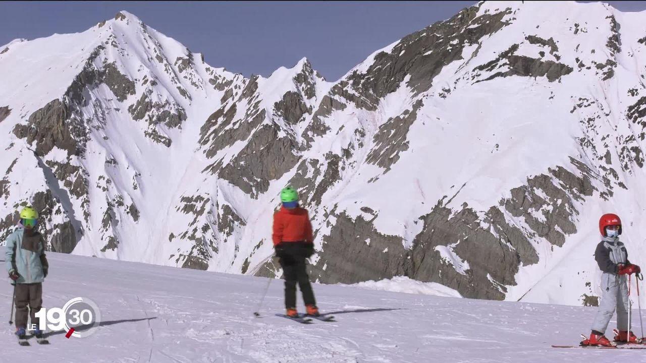 Les Suisses ont compensé en partie les touristes étrangers sur les pistes de ski. A Anzère, la saison a été exceptionnelle. [RTS]