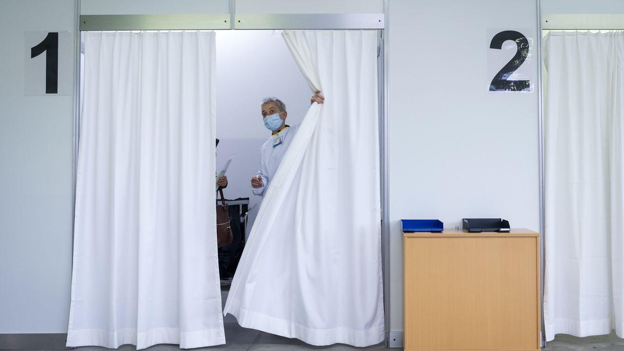 Un centre de vaccination à Sion, le 2 février 2021. [Jean-Christophe Bott - Keystone]