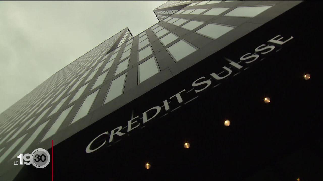 Le Crédit Suisses affiche une perte de 900 millions et remanie sa direction. [RTS]