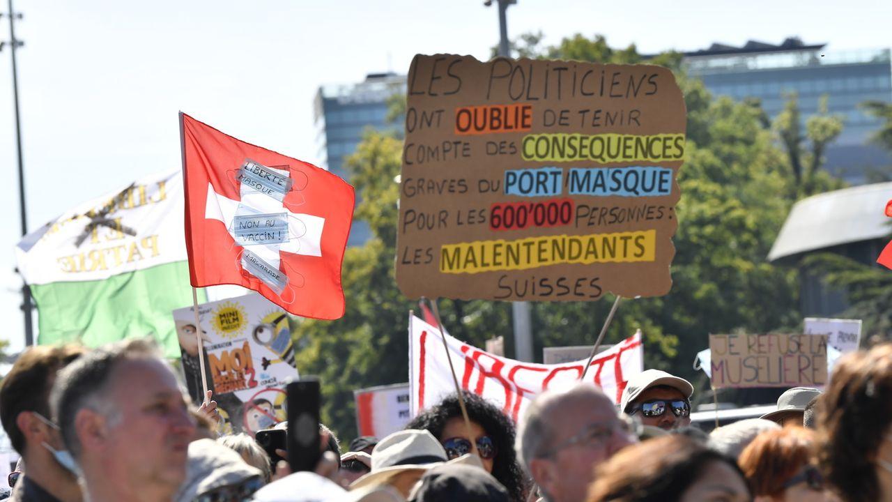 L'interdiction des manifestations dans les lieux publics au début de la pandémie a restreint la liberté de réunion pacifique, selon Amnesty International. [Martial Trezzini - Keystone]