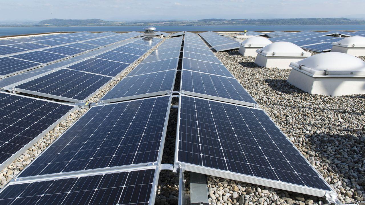 Les Suisses pour une transition énergétique rapide, quitte à payer [Thomas Delley - Keystone]