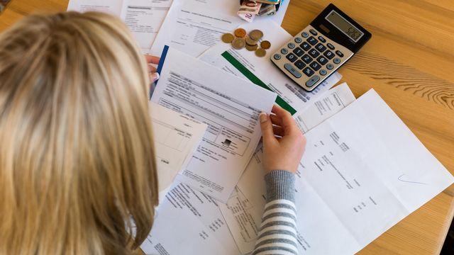 L'endettement frappe également les jeunes. [ginasanders - Depositphotos]