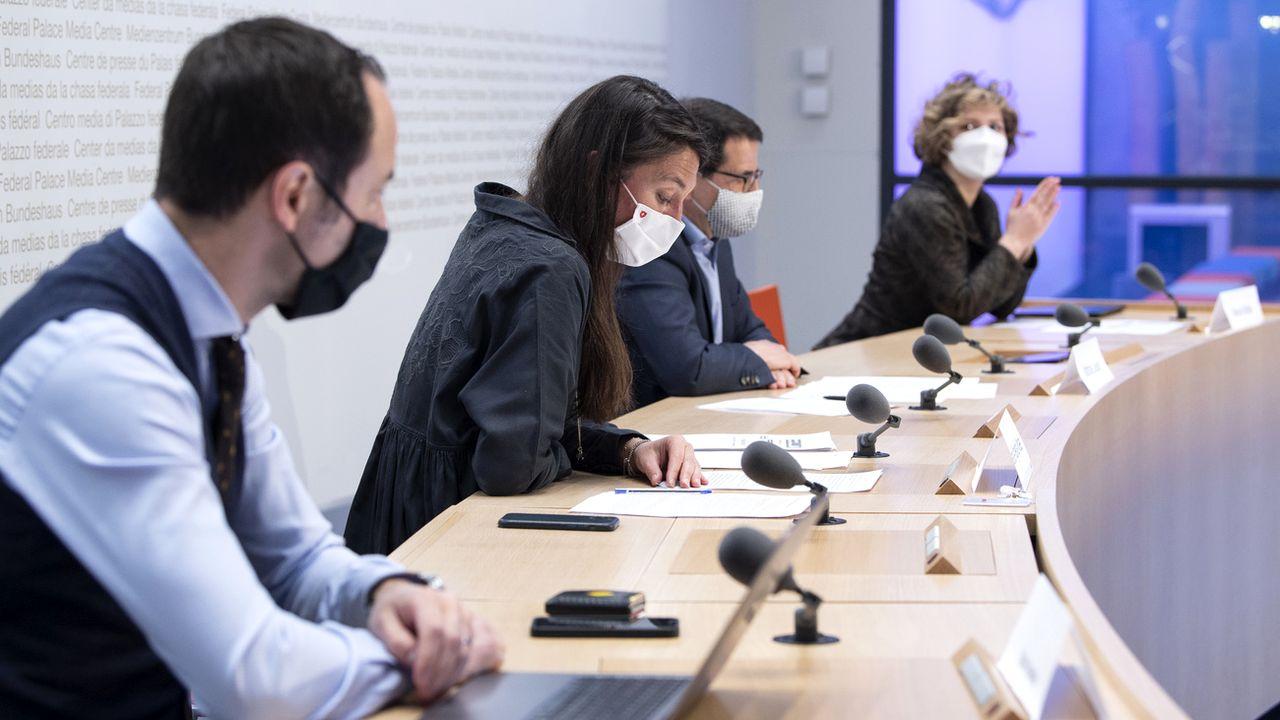 Le comité libéral devant la presse à Berne, 08.04.2021. [Peter Schneider - Keystone]