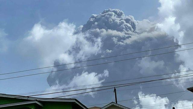 L'éruption du volcan La Soufrière à St-Vincent a provoqué un vent de panique sur l'archipel. [Zen Punnett - AFP]
