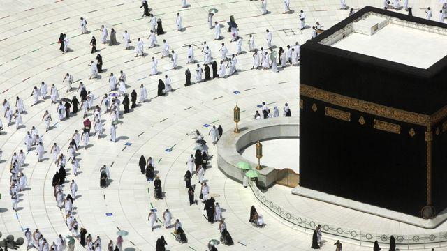 Mardi 13 avril: beaucoup moins de fidèles qu'à l'accoutumée à La Mecque en ce début de ramadan. [AP Photo/Amr Nabil - Keystone]