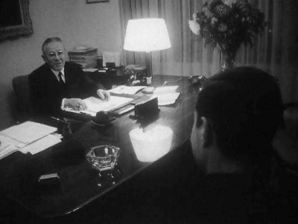 Le banquier suisse et son client en 1964. [RTS]