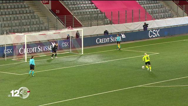 La gardienne Gaëlle Thalmann qualifie l'équipe féminine nationale de football pour l'Euro 2022. [RTS]