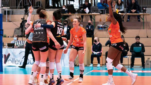 La joie du NUC! Une superbe équipe championne nationale. [Til Buergy - Just Pictures]