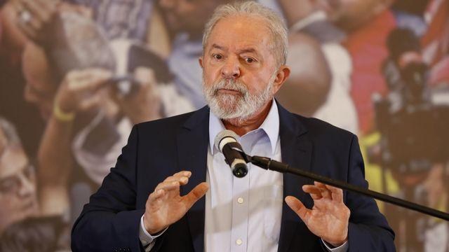 Après sa condamnation, Lula avait crié au complot politique pour l'empêcher de se présenter à la présidentielle de 2018, finalement remportée par Jair Bolsonaro. [Andre Penner - Keystone]