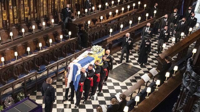 Le cercueil du prince Philip dans la chapelle St-George. [Dominic Lipinski/Pool via AP - Keystone]
