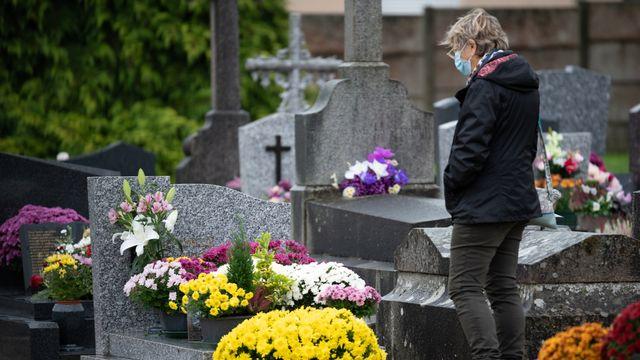 Vivre le deuil en période de covid-19. [Estelle Ruiz / Hans Lucas - AFP]