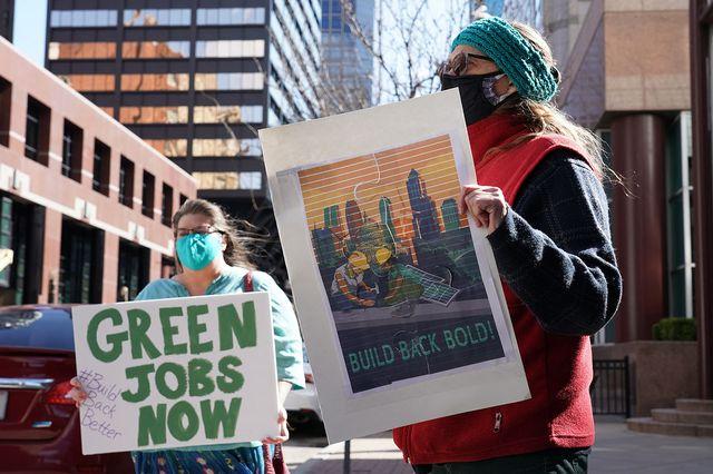 Manifestantes en apoyo del plan de infraestructura de Joe Biden en Kansas City. [Ed Zurga - Getty Images/AFP]