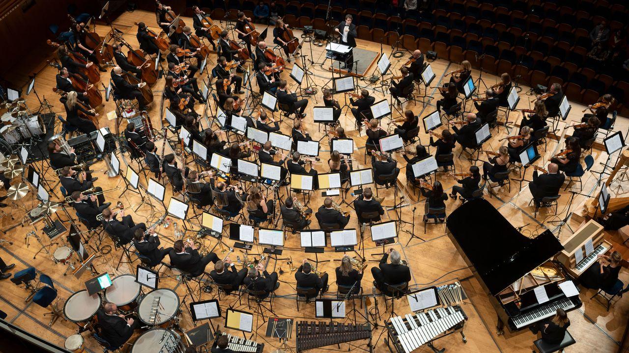 Le chef Kevin Griffiths et le City Light Symphony Orchestra. [Priska Ketterer - 2021 City Light Concerts]