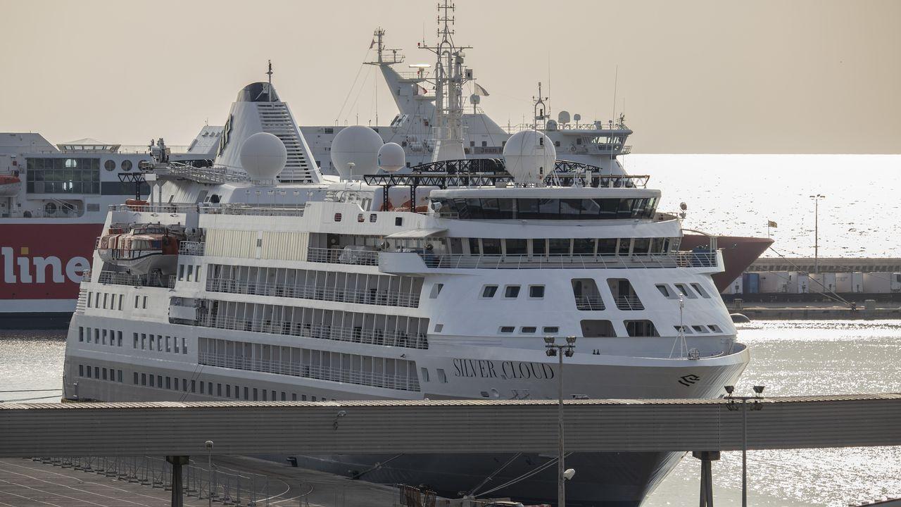 Le paquebot Silver Cloud est l'un des navires bloqués à Marseille. [Emilio Guzman - RTS]