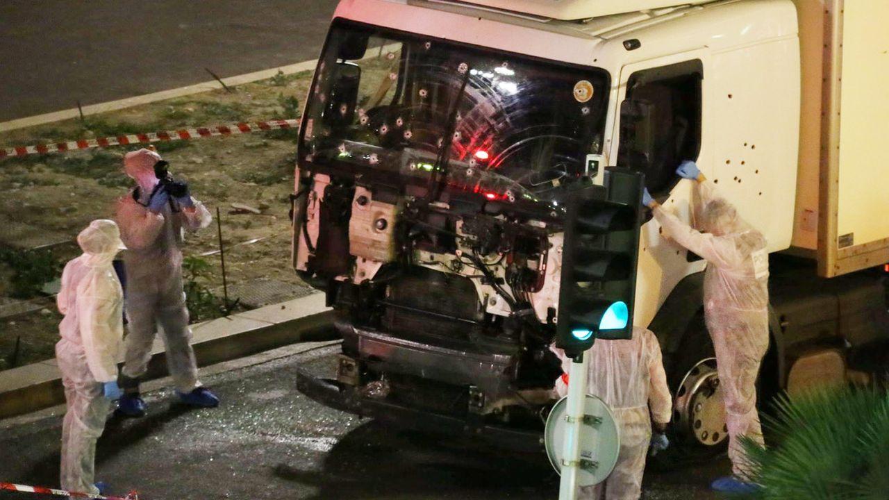 Un homme soupçonné d'avoir fourni une arme à l'auteur de l'attaque au camion dans lequel il a été abattu sur la Promenade des Anglais à Nice en 2016 a été arrêté en Italie. [Sasha Goldsmith - Keystone]