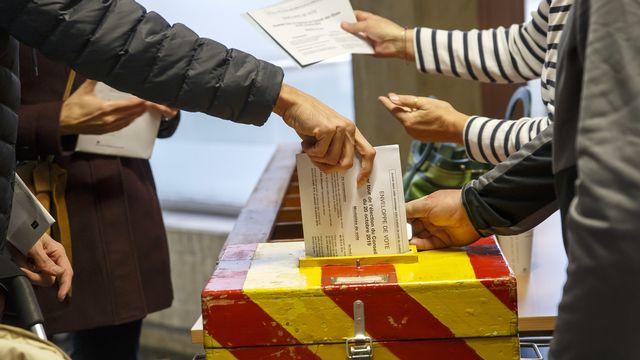 Un local de vote à Carouge, dans le canton de Genève.  [Salvatore Di Nolfi - Keystone]