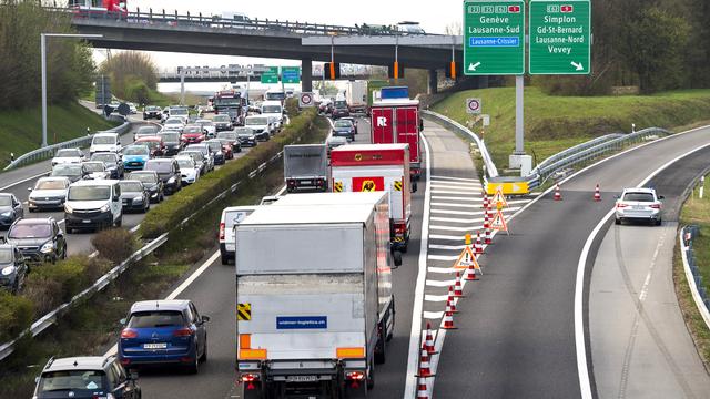révision de la loi sur le CO2 vise notamment le trafic routier.  [Laurent Gilliéron - Keystone]