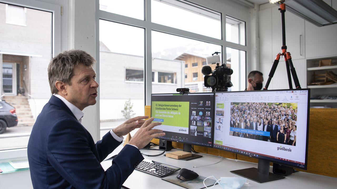 Jürg Grossen, président des Vert'libéraux, lors de la dernière assemblée virtuelle du PVL en février 2021. [Peter Schneider - Keystone]