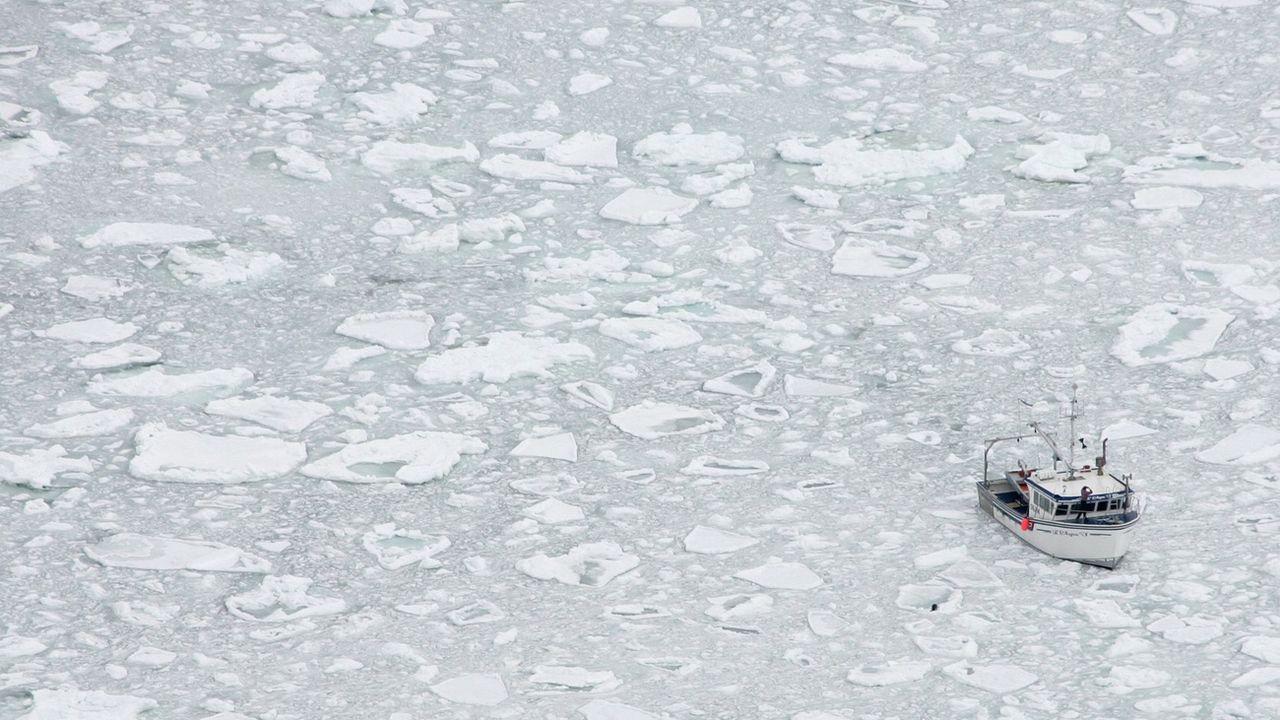 Un bateau de pêche flotte sur le Golfe du Saint-Laurent, au Québec. [Jonathan Hayward / AP - KEYSTONE]