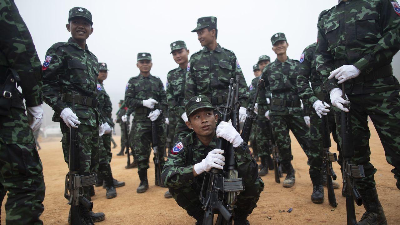 Des soldats de l'Union nationale Karen (KNU) photographiés en janvier 2019. [Rungroj Yongrit - EPA/Keystone]