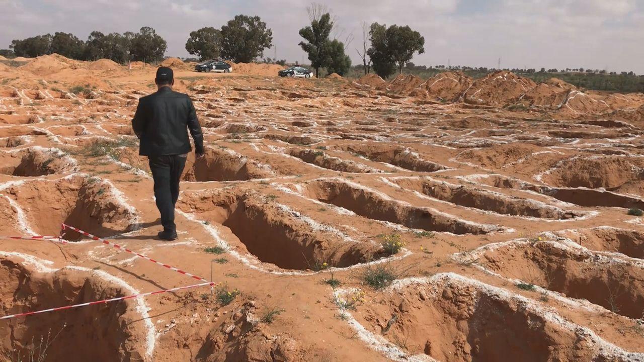 Les fosses communes à Tarhuna, où 170 corps ont été retrouvés. [Maurine Mercier]