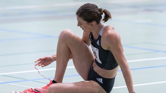 Lea Sprunger est touchée à une jambe. [Georgios Kefalas - Keystone]