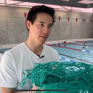 Hoan Nguyen-Xuan montre un des filets dont est extraite la fibre de nylon. [F.Galaud - RTS]