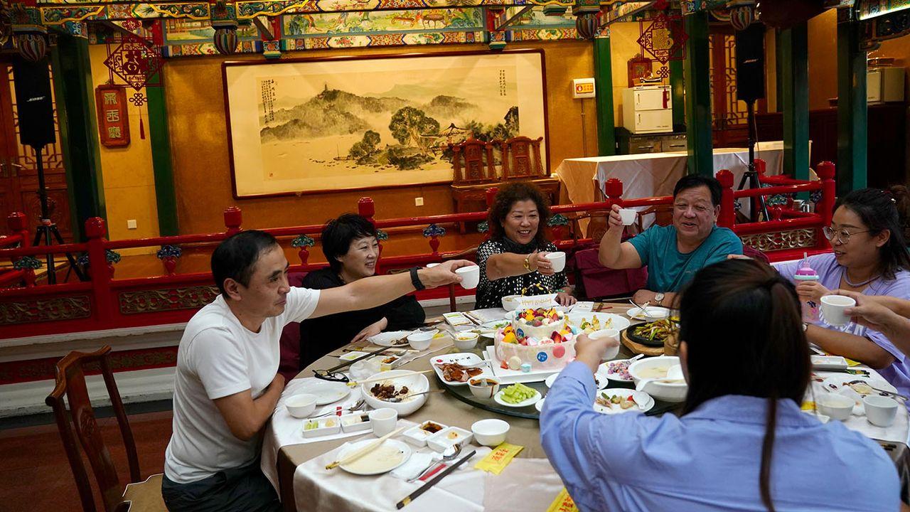 Les Chinois apprécient les tables bien garnies, symboles de prospérité. [Tingshu Wang - Reuters]