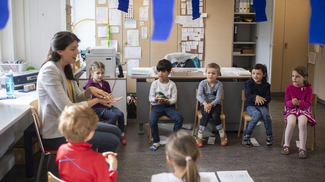 Neuchâtel veut procéder à des tests naso-pharyngés sur les enfants dans les crèches (photo d'illustration). [Ennio Leanza - Keystone]