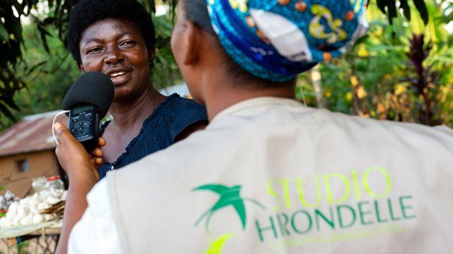La radio est le média qui suscite le plus de confiance au Sahel et en Afrique centrale. [DR - facebook.com/fondationhirondelle]