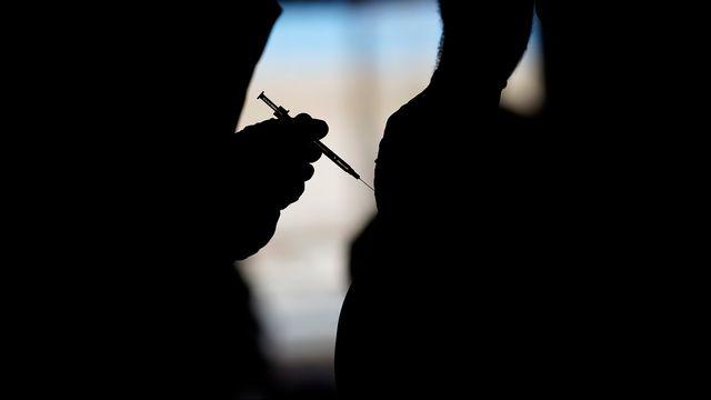 Des Mexicains profitent de se faire vacciner aux Etats-Unis. [John Locher - AP Photo/Keystone]