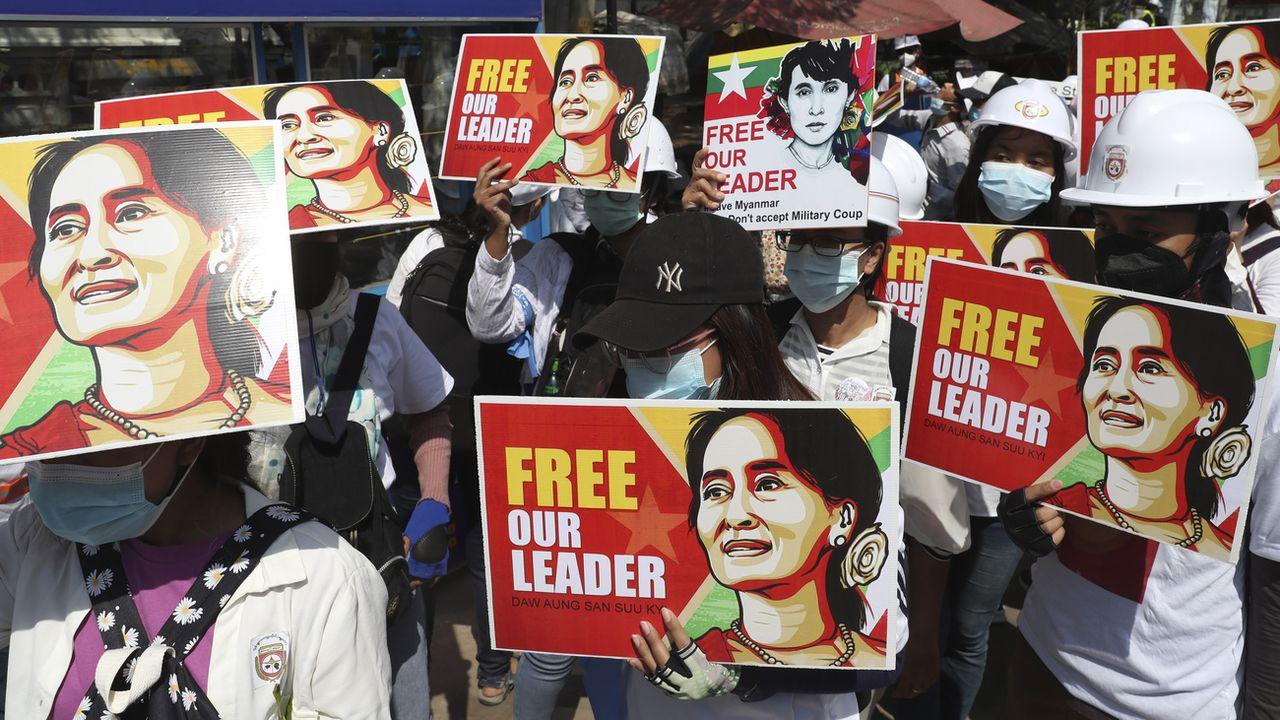 Assignée à résidence depuis le 1er février, l'ex-dirigeante birmane Aung San Suu Kyi entame son quatrième mois en détention, isolée de l'agitation et des violences qui ont continué à secouer samedi le pays. [AP - KEYSTONE]