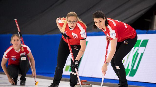 Les Suissesses (au premier plan, Alina Pätz, à gauche, et Esther Neuenschwander) ont été inspirées face aux Danoises. [Steve Seixeiro - Freshfocus]