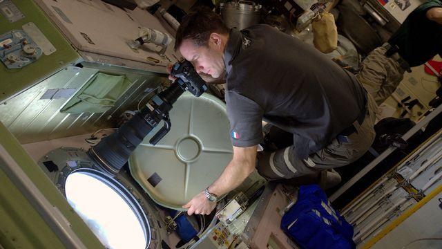 L'astronaute français Thomas Pesquet prend une photo depuis l'ISS lors de la mission Proxima en janvier 2017. STRINGER/ESA/NASA AFP [STRINGER/ESA/NASA - AFP]