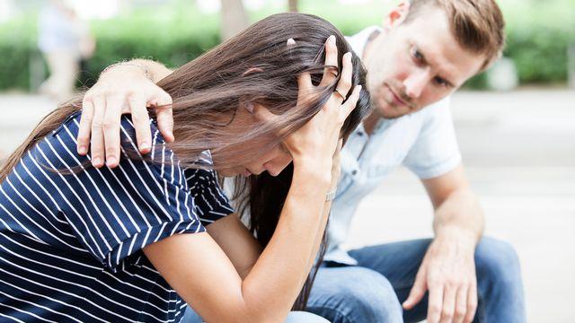 Quelles ressources trouver afin d'aider et d'accompagner sans s'épuiser un membre de notre entourage souffrant de troubles psychiques? [Jandruk - Depositphotos]