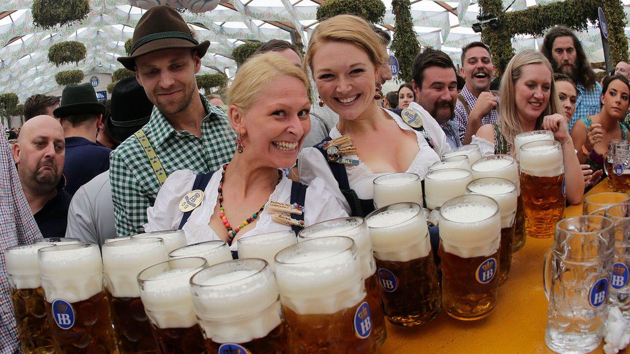 Ambiance lors de l'édition 2014 de l'Oktoberfest à Munich. [Matthias Schrader - AP/Keystone]