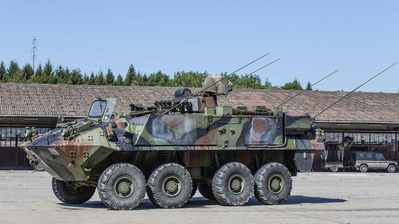 Un blindé de transport de troupes Piranha de l'armée suisse (image d'illustration). [Gaëtan Bally - Keystone]