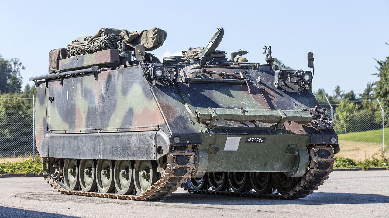 Les militaires se trouvaient, selon le Blick, dans un blindé M113 (image d'illustration). [Gaëtan Bally - Keystone]