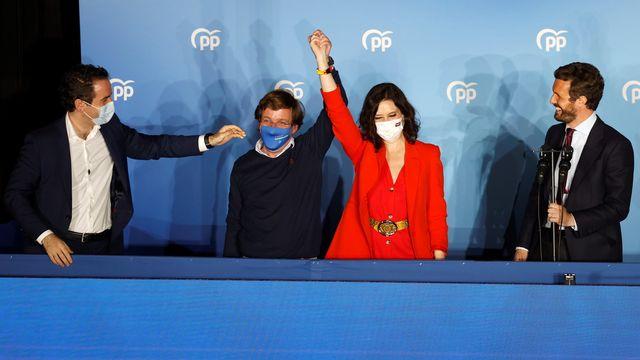 La droite triomphe aux régionales à Madrid, revers pour Sánchez [Keystone]