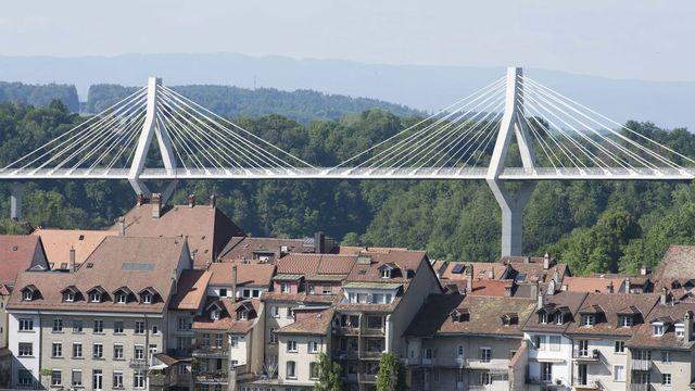 Le Pont de la Poya derrière la vieille ville de Fribourg. [Thomas Delley - Keystone]