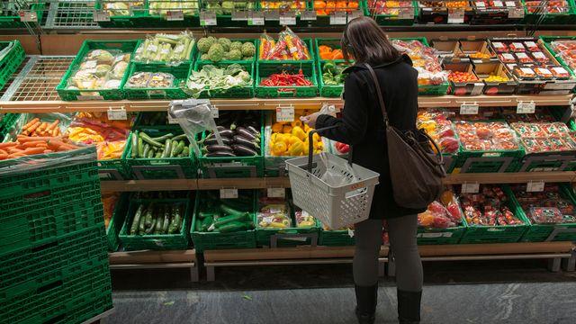 La progression de l'indice IPC s'explique notamment par la hausse des prix des fruits et légumes. [Christian Beutler - Keystone]